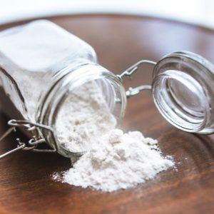 barattolo di vetro contenente farina